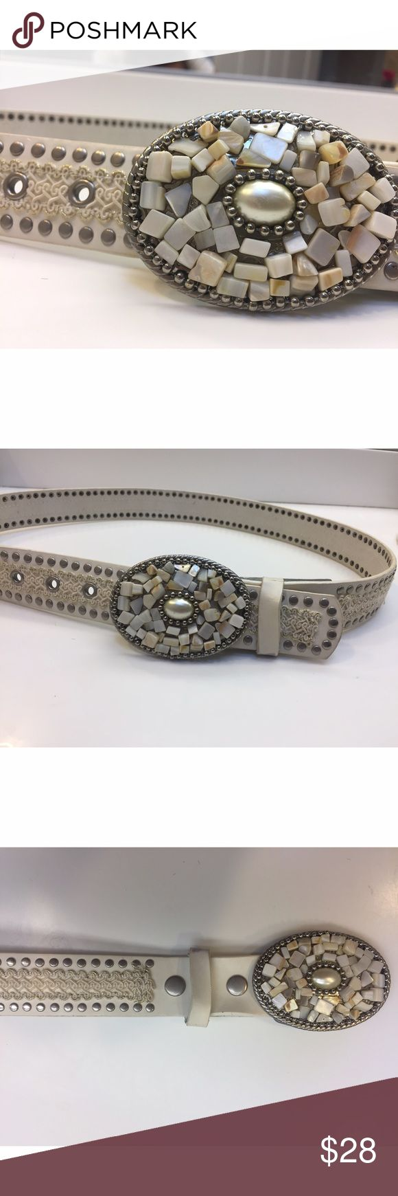 Gorgeous Belt💕 Gorgeous Belt. Measures 41 inches in length without the buckle. Minimal signs of wear and tear visible in last photo. But it gets covered by the buckle when you wear it. Accessories Belts