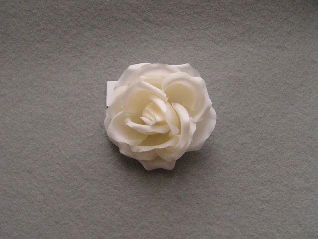 746111 1402501 - Růže se špendlíkem
