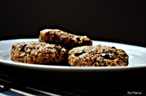 biscrus DÉLICIEUX :- 1 tasse d'avoine minute (ou flocon de sarrasin pour les sans gluten)- 1/3 tasse de beurre de cajou (ou ce que vous avez)- 1/3 tasse de pépites de chocolat- ¼ tasse de miel (ou sirop de riz pour les vegan)- 1 c à s d'huile de coco ramolli - 1/3 tasse de noix de coco râpée (non rôti)- 2 c à s de graines de chia - 2 c à s de graines de chanvre- ½ c à thé de vanille- 1 c à s de mélasse verte- 2 c à thé de beurre d'érable (facultatif) Tout mélanger avec les mains dans un bol…