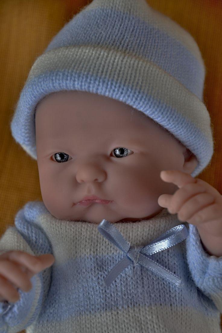 """Realistické mini miminko - chlapeček Tobík, který  """"něco sleduje"""""""