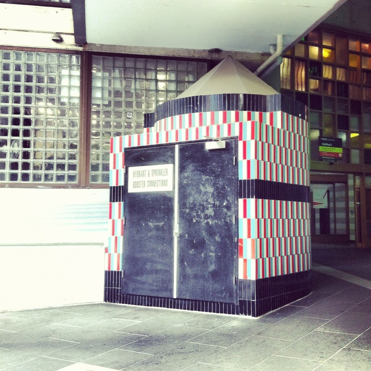 Exterior, Building 8, RMIT, Meblourne. Photo by Danling Xiao, The Flying Room.