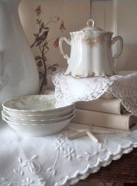 vintage Limoges sugar bowl & berry bowls