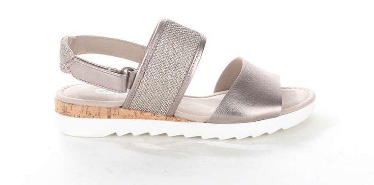 Bronskleurige damessandaal van Gabor waarvan de tussenzool is gemaakt van kurk. #sandal #Gabor #kurk #brons #trendy #musthave