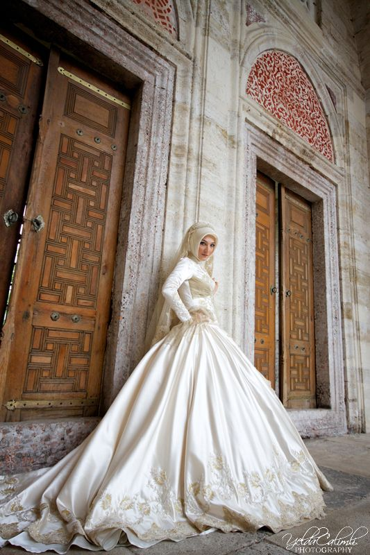 wedding gown hijabi hijab - Yelda Calımlı Photography #MuslimWedding, www.PerfectMuslimWedding.com