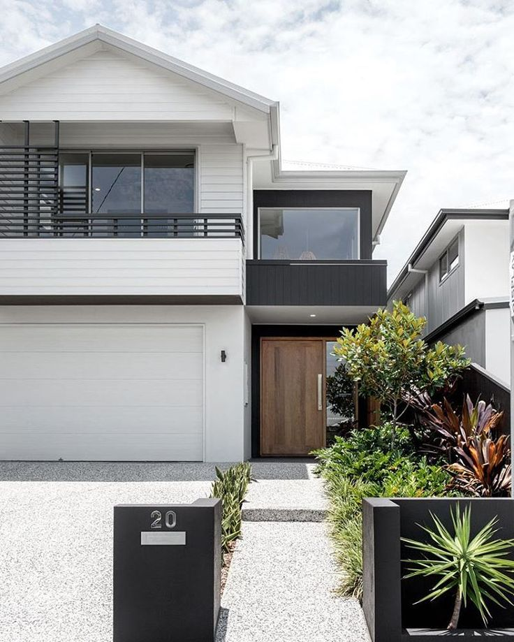 Beautiful weatherboards give this facade a touch of class