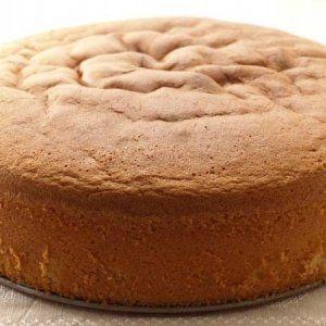 La tarta o torta Genovesa, bizcocho genovés o, como la llaman en Italia, pasta genovesa, es uno de los bizcochos más conocidos y utilizados en el mundo de la repostería por su fácil preparación y versatilidad. Compartimos una receta para prepararla con éxito.