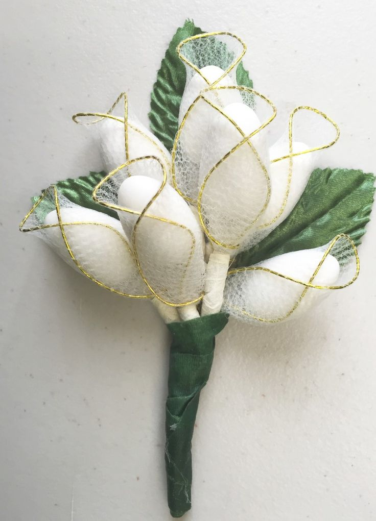 This exquisite hand-made Italian favor comes already made with 7 or 9 Jordan almonds in unique holders with green leaves in the back and fancy ribbon in the front.