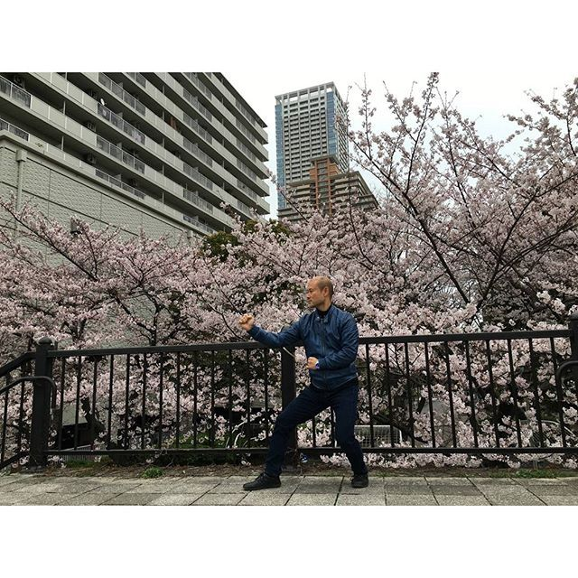 "【r.obata】さんのInstagramをピンしています。 《Scene in Tokyo Tsukishima(東京・月島) in spring. I practiced Chinese traditional martial arts ""Xingyi-quan(形意拳)"" against the background of SAKUARA(桜).  http://ohryudo.com/  http://www.youtube.com/user/3spiritsryoken  http://ameblo.jp/ryubunomori/  ""Ryosuke Obata"",""Ohryudo""  #kungfu #japanese #martialarts #xingyi #wushu #budo #samurai #action #actionactor #actionmovie #fight #ninja #fist #sakura #spring #tsukishima #カンフー #日本人 #形意拳 #武術 #武道 #武術太極拳 #中国武術 #カンフー映画 #アクション…"