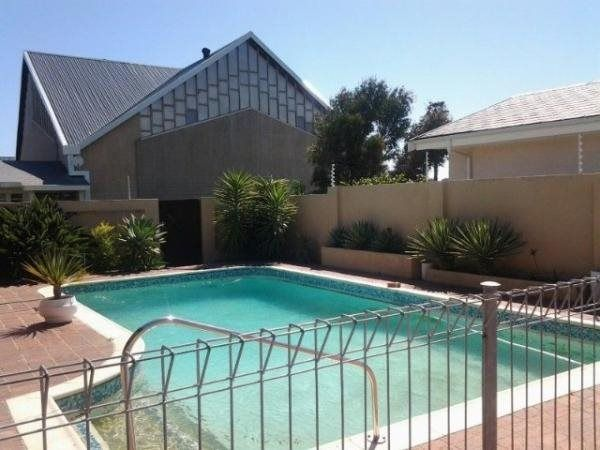 4 bedroom house in Strand South, , Strand South, Property in Strand South - T175115