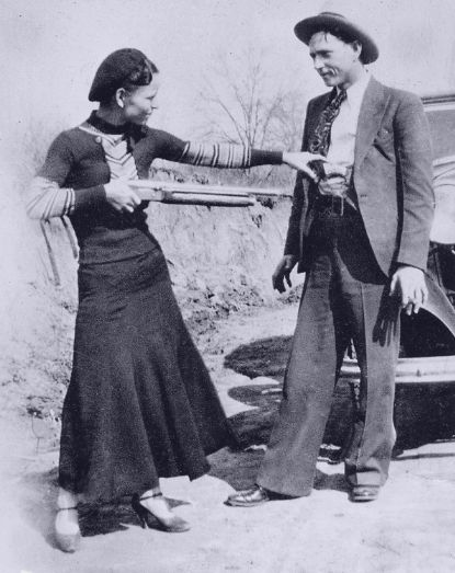 "In 1933 Bonnie Parker gets ""the drop"" on Clyde Barrow"