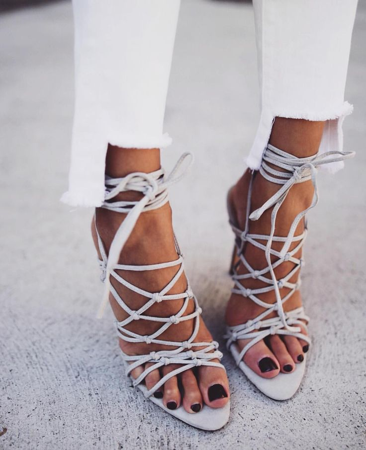 """""""Summer vibes in these heels baebae ✌ <div id="""