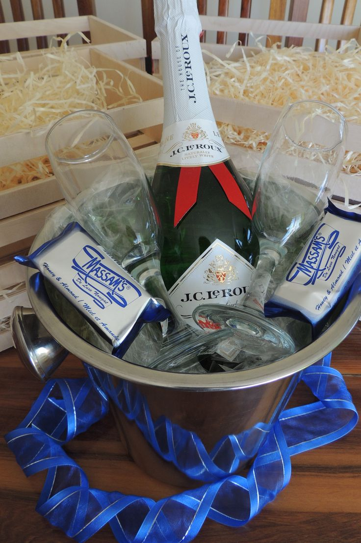 Champagne bucket with 2 champagne glasses and nougat