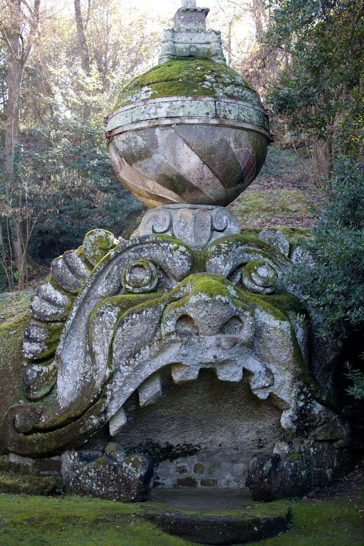 In Provincia di Viterbo esiste un parco mostruosamente bello, il Sacro Bosco di Bomarzo. Un luogo insolito che affascinò personaggi come Dalì e Goethe.