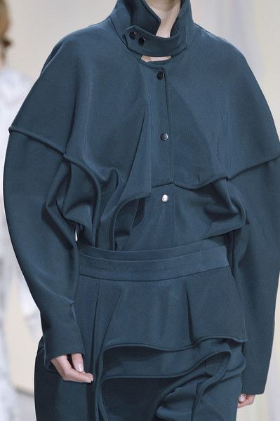 Hussein Chalayan at Paris Fashion Week Fall 2016 - Details Runway Photos