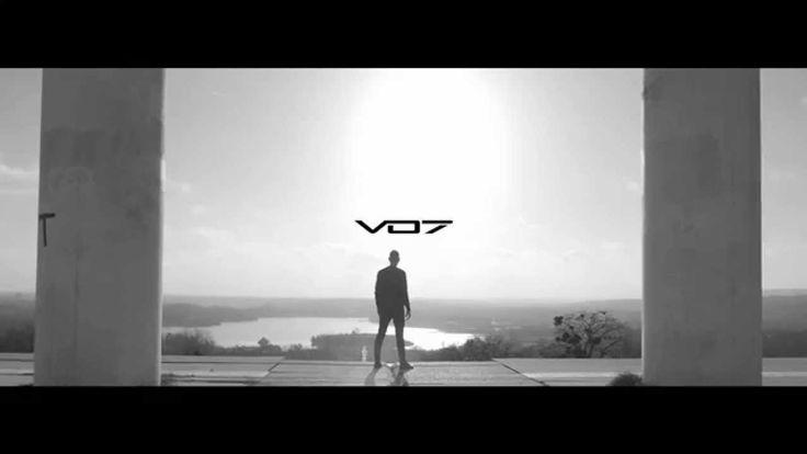 Chapter 1 : Collection Demi-Nuit La marque VO7 vous présente la nouvelle Collection Demi-nuit VO7 à travers une nouvelle campagne publicitaire empreinte de sobriété et de minimalisme. www.vo7.com 27 rue de la Ferronnerie, 75001 Paris #vo7shoes #nouvellecollection #blackandwhite #minimalism