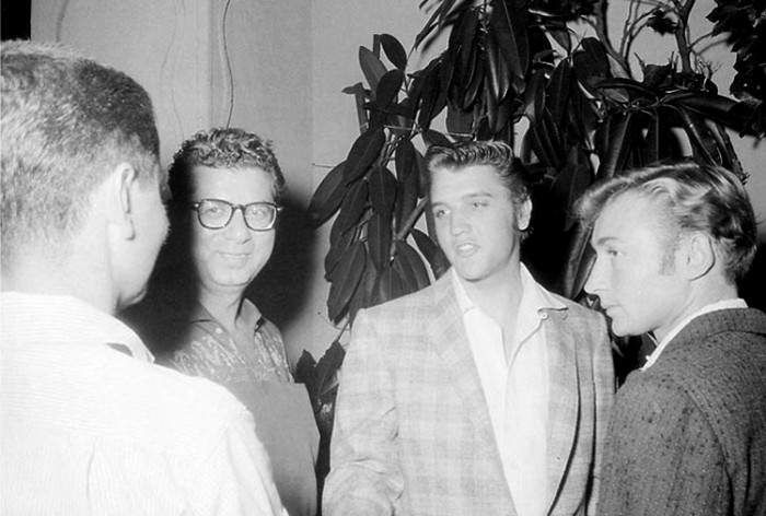 Elvis and young actor Nick Adams in september 10  1956.Here the famous light blue square jacket used by Elvis from september 1956 to march 1958. After march 1958 that jacket was never use again and was probaly given by Elvis to someone ?.