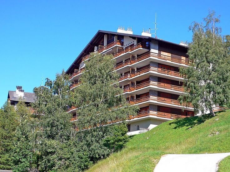 """Quille du Diable 26 - Apartment - NENDAZ - Switzerland - 422 CHF """"Quille du Diable 26"""", 2-room apartment 45 m2 on 5th floor. Living/dining room with 1 double sofabed and cable TV. 1 room with 2 beds. Kitchenette (oven). Bath/WC. Balcony, north facing position. Very"""