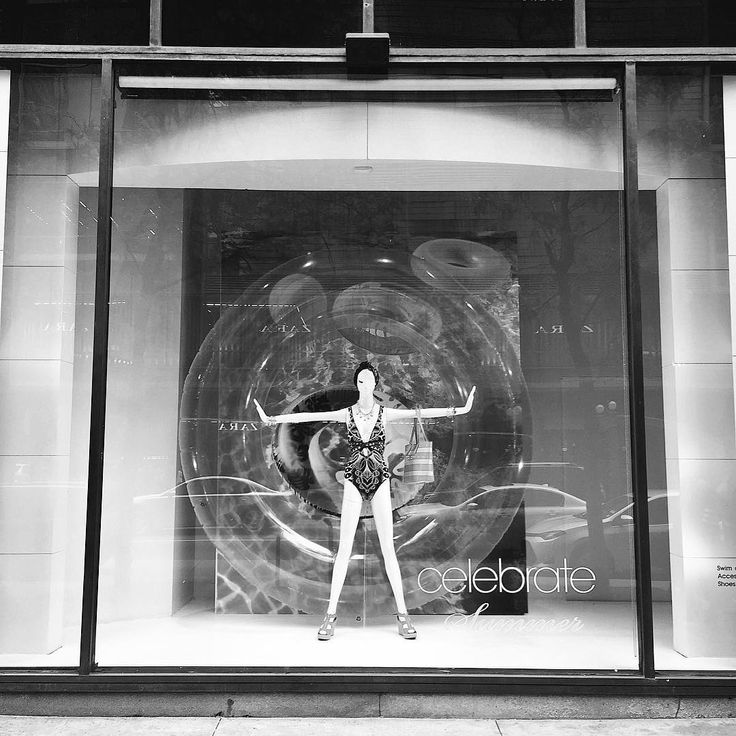 """MACY'S, State Street, Chicago, Illinois, """"Summertime Arrival..... Just Landed"""", photo by Kristin, pinned by Ton van der Veer"""