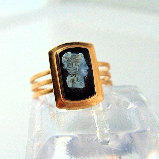 Antique onyx cameo 18K solid gold signet ring Black and white hard stone stamped gold jewelry Fine Victorian era jewellery by MidwestArtObjects on Etsy