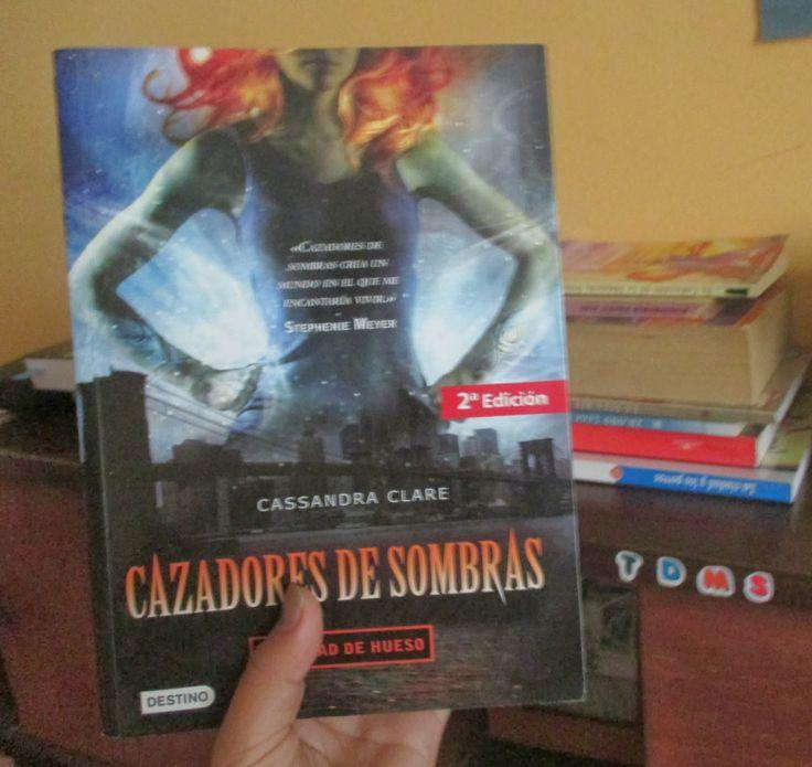 """""""Cazadores de Sombras :Ciudad de hueso"""""""