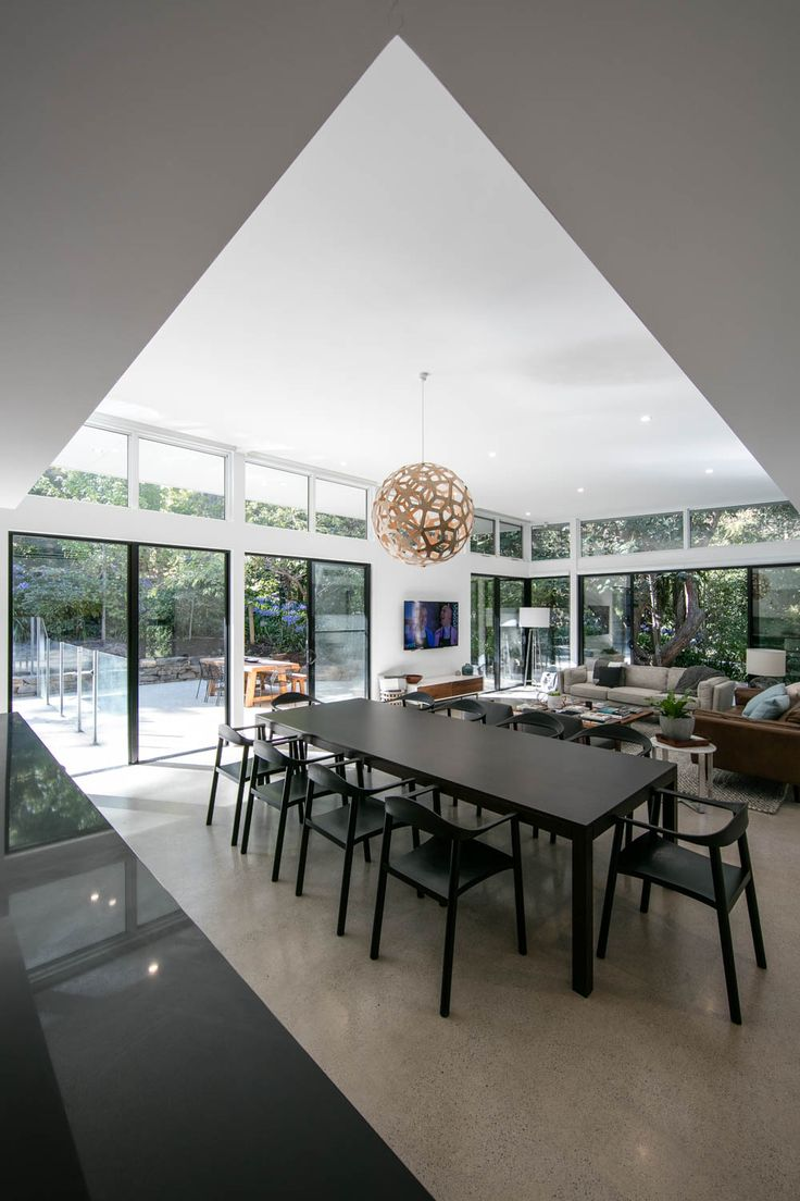 A custom three-metre Ross Didier dining table takes centre stage in the addition. A David Trubridge pendant hangs overhead.
