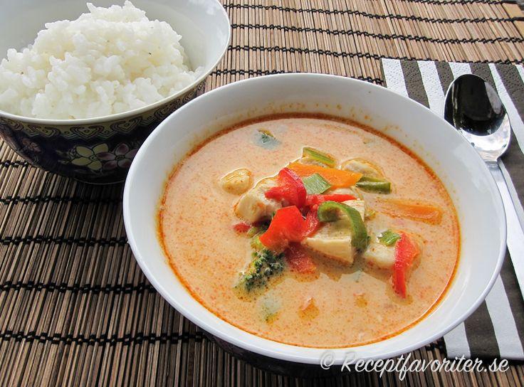 Thaigryta med kyckling och röd currypasta