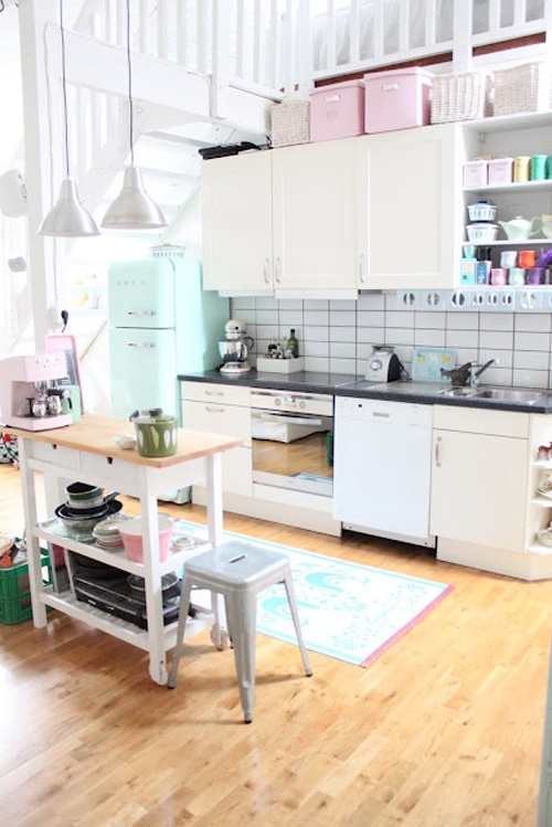Pretty homeDecor, Dreams Kitchens, Pastel Kitchens, Pale Pink, Room Ideas, Future Kitchens, Electric Blue, Vintage Kitchen, White Kitchens
