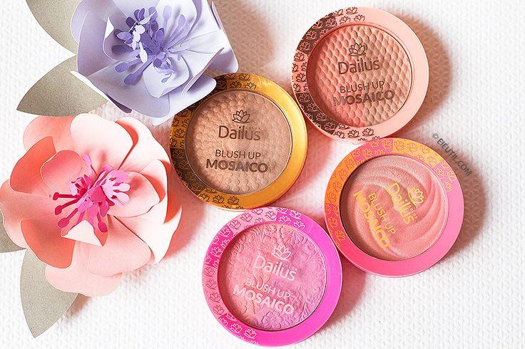 Blush Up Mosaico - Dailus. Linha de Blush em uma apresentação moderna. Além de colorir, dá um toque de iluminação. Pode ser usado nas maçãs do rosto e na região dos olhos. Ei, é Útil!