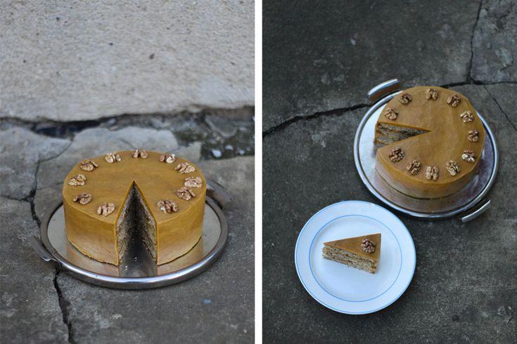 Děvče u plotny - Ořechový dort s hruškami akaramelovým krémem
