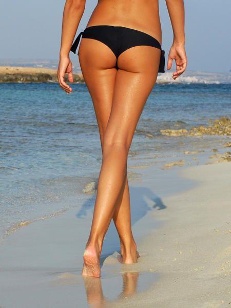 Isometrische Übungen sind das Gegenteil dynamischer Übungen und zaubern schlanke Beine.
