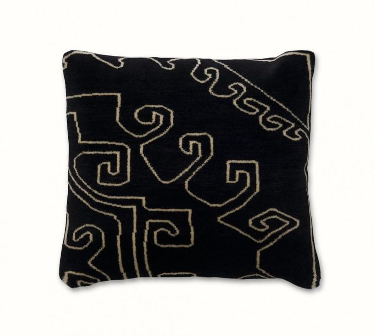 mr nest cuscions #Mr. Nest cushions Pakistan, FEATURES hand knotted cushion, MATERIAL 100% wool, PRODUCTION AREA Pakistan, COLOR any colors, DIMENSIONS 50x50 cm or 120x120cm, PILE HEIGHT 6 mm, KNOTS/INCH 100 knt/inch single knots. http://nodusrug.it/it/collezione_tappeti_scheda.php?ID=MRNESC