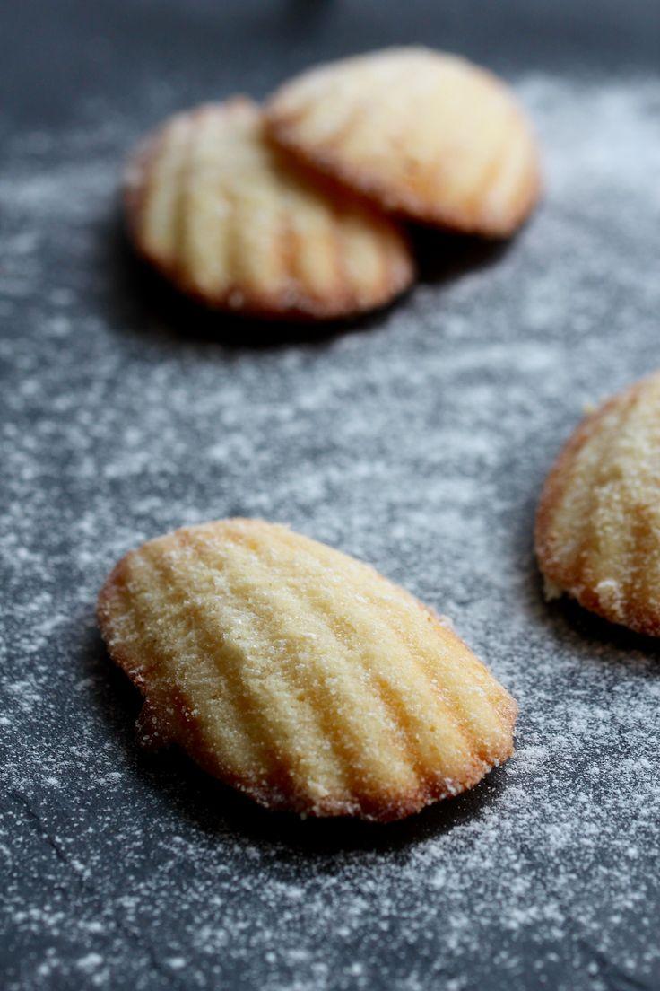 Krásná Francouzka Madeleine #Citrón, #Cukr, #Francie, #Madeleine, #Pečení, #Piškot, #Sladké, #Tradiční