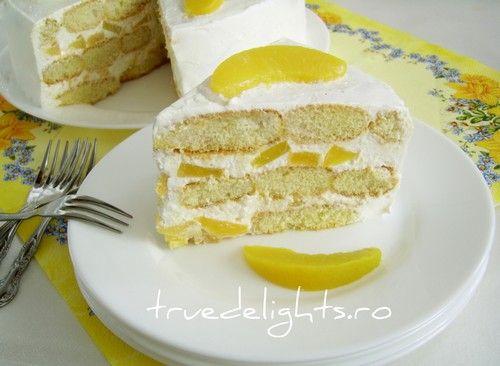 Tort cu piersici, mascarpone si piscoturi  http://truedelights.ro/2012/06/15/tort-cu-piersici-mascarpone-si-piscoturi/