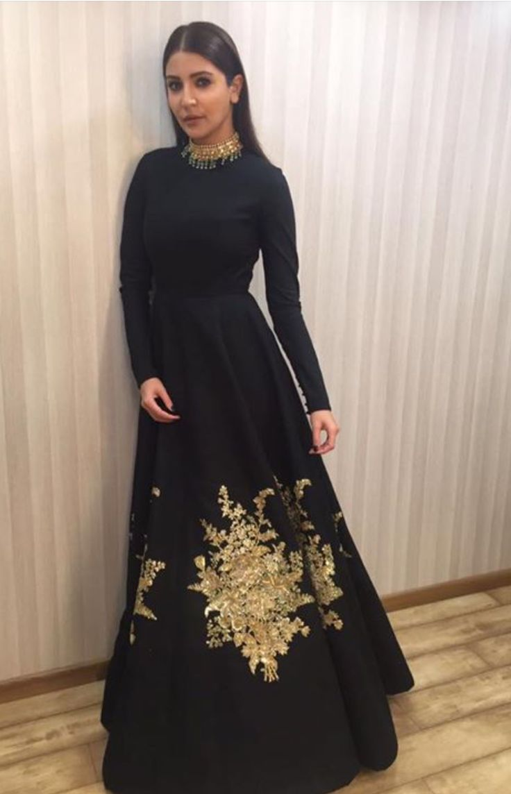Anushka Sharma In Black Floor Length Traditional Party Were Semistitched Anarkali With Dupatta