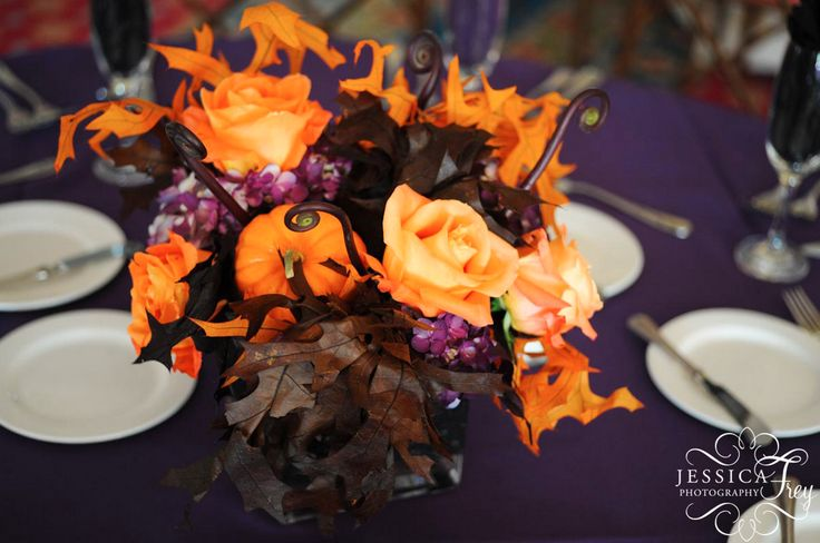 dramatic halloween wedding flowers