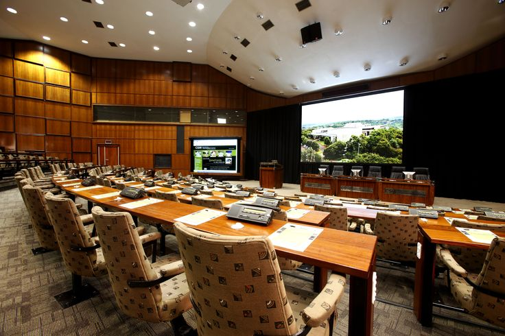 Raked theatre style seating with solid full length desks.The auditoriums have schoolroom style seating with podiums, soundproof interpreting and press booths as well as digital congress network units between each two seats