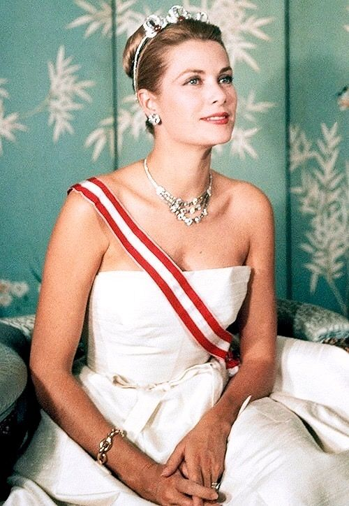 Grace Kelly She is so incredibly gorgeous and classy