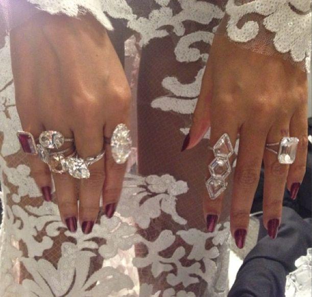 Beyoncé's massive diamond rings at the 2014 Grammy Awards designed by Lorraine Schwartz • Via Lorraine Schwartz's Instagram \\