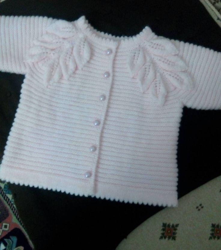 """52 Me gusta, 8 comentarios - Nevin Cıbır (@orgum_nevin) en Instagram: """"Kız bebek hırkası:)"""""""