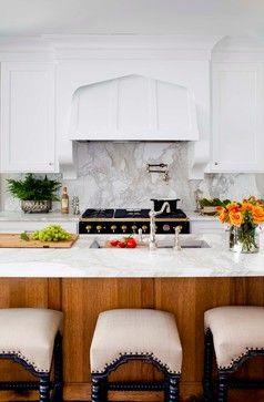 Calacatta Gold backsplash and kitchen countertop