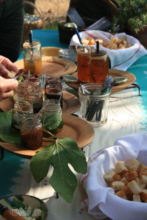 Dégustation de confiture de figues, fig jam tasting. Ile de Porquerolles, France. Photo Saila Routio
