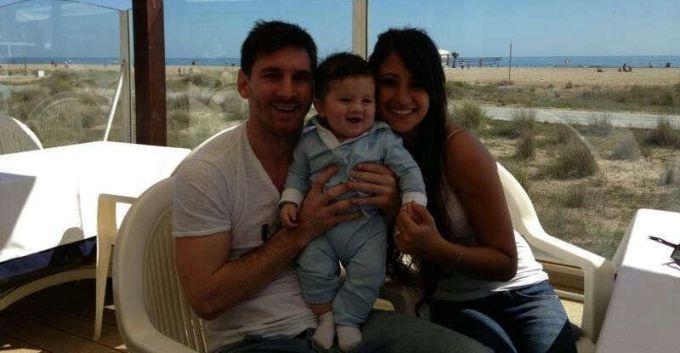 Lionel Messi junto a su hijo, Thiago, y su novia Antonella Roccuzzo