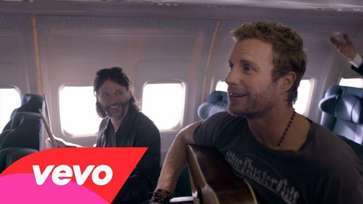 Yeeeeeeaaaassssssssss videos finally out. This song's hilarious . Dierks Bentley - Drunk On A Plane