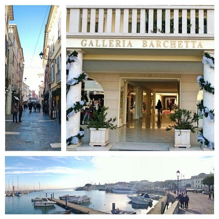 il lungolago, Piazza Malvezzi, il Castello, il Porto Vecchio, La galleria, la Villa Romana
