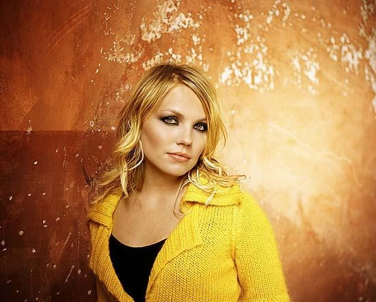 Lene Marlin (August 17, 1980) Norwegian singer, o.a. known from her hit 'Sitting down here' from 2000.