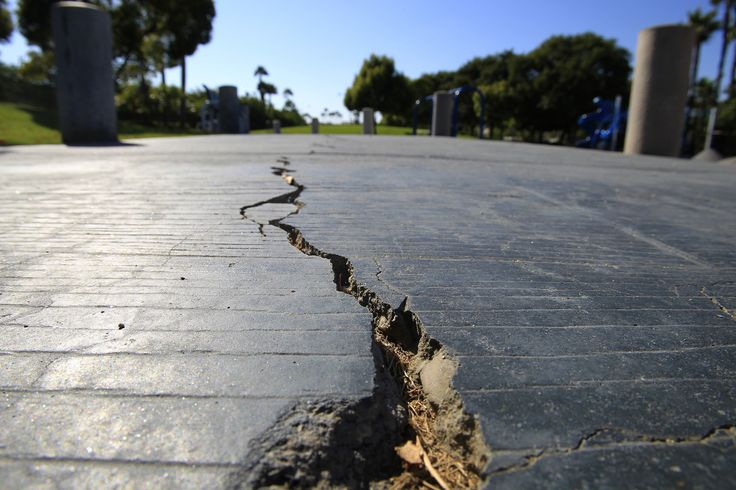 03/09/2017 - Missing links are discovered between earthquake faults, showing that a magnitude 7.4 temblor could stretch from Los Angeles to San Diego.