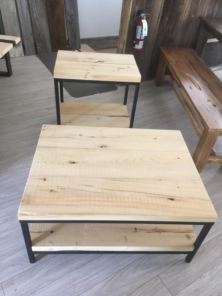 Table De Salon A Cafe Ou De Centre Produite Sur Mesure De Bois De Grange Recycle A 100 Produit Sur Mesure Plan Table De Salon Table Basse Mobilier De Salon