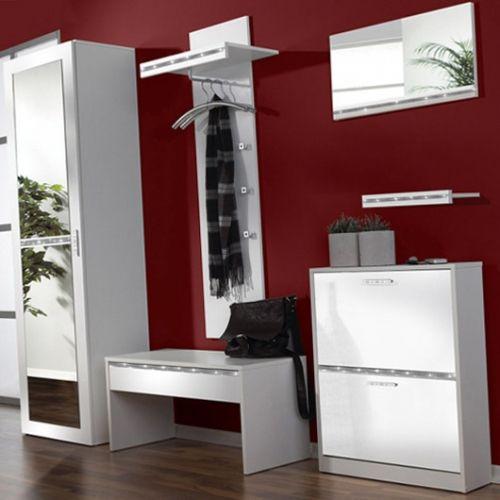 Perete-de-hol-vopsit-cu-visiniu-inchis-si-mobilier-alb.jpg (500×500)