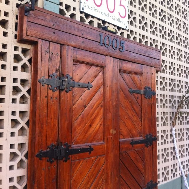 Love The Old Style Double Doors With Iron Hinges Design