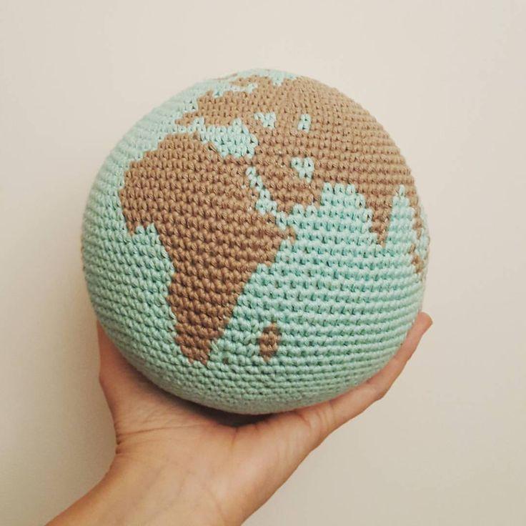 """1,035 Likes, 99 Comments - Laura Planagumà (@luapatch) on Instagram: """"Què faríeu amb el món a les vostres mans? Aquest el regalo a ma germana que és una part…"""""""